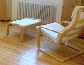 weißer Pöang-Sessel mit Fußteil