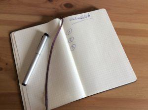 Notizbuch mit Füller als Ausweg aus der Minimalismus-Falle