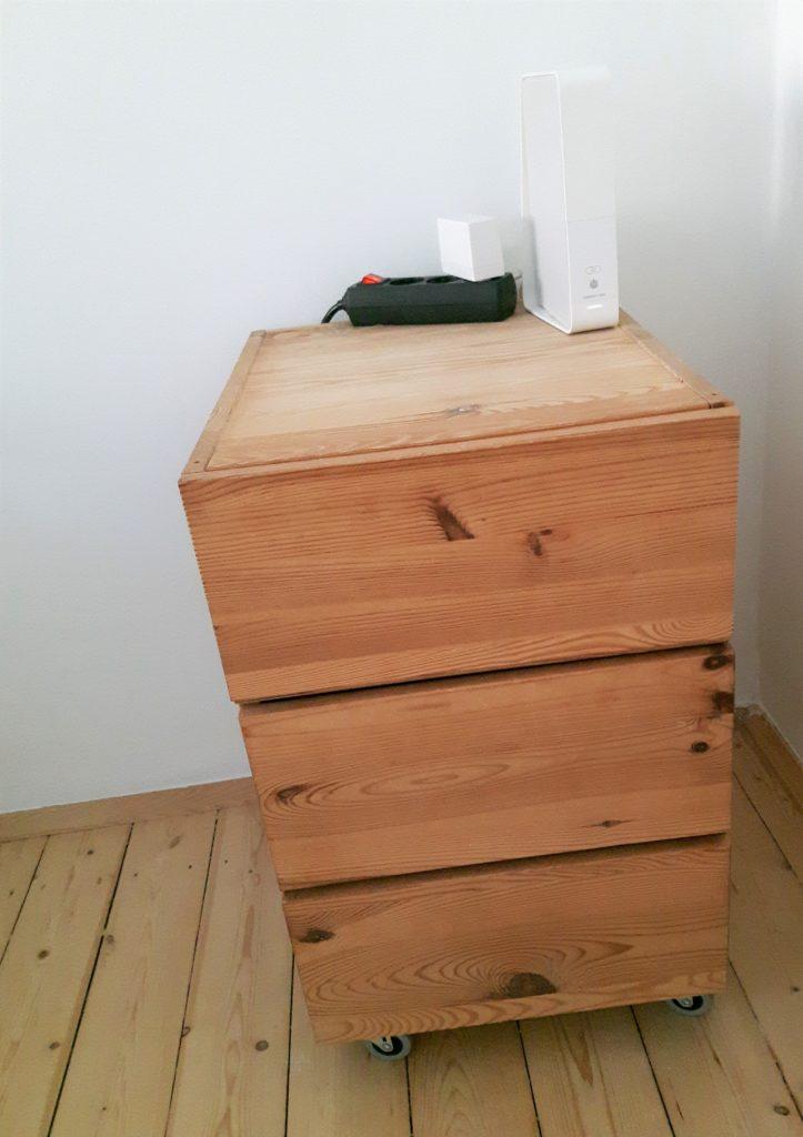 Foto eines Schreibtischcontainers mit 3 Schubladen