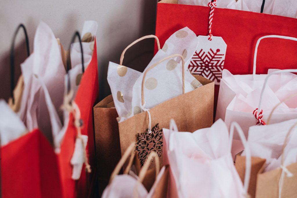 Eine Sammlung von Geschenketüten