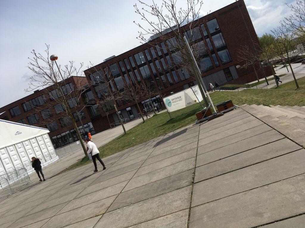 Phoenix West Dortmund Vorplatz des Impfzentrums